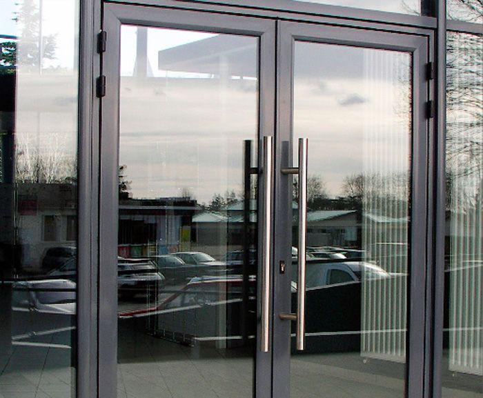 двери в магазин входная со стеклом