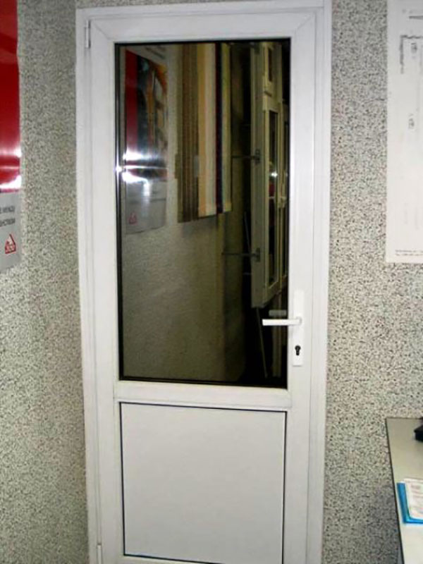 Пластиковые межкомнатные двери.